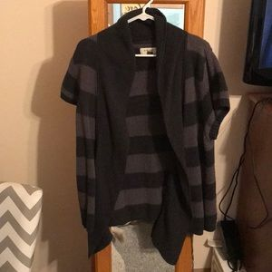 Xl Grey and black short sleeve sweater